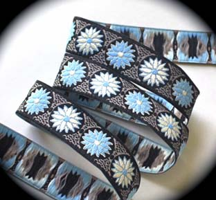 "Daisy Dot Flower3cc 1"" (25yds) Blk, Khaki, Blue and Ivory"