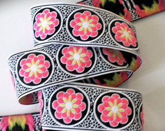 "Daisy Dot Flower 1 7/8"" x 3 yds White,Black and Pink"